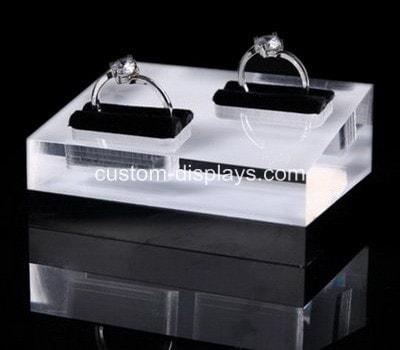 Engraved ring holder CJD-018