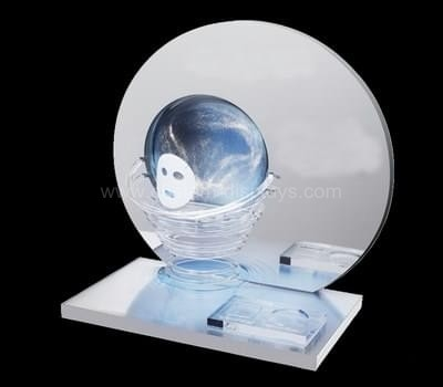 Face mask display